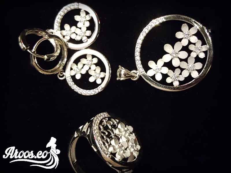 [تصویر:  bride-jewelry-105.jpg]