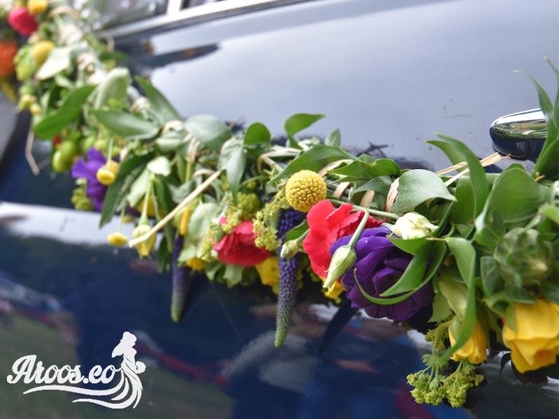 عکس ماشین مشکی عروسی با گل رنگی