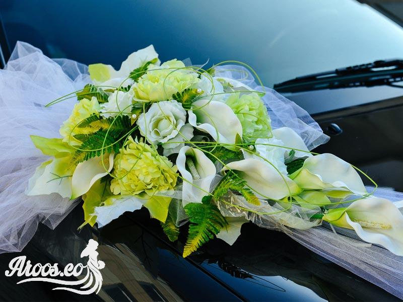 تزیین ماشین عروس با دسته گل سفید