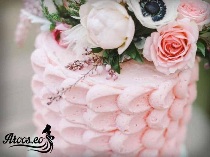کیک نامزدی با گل طبیعی در رنگ های مختلف
